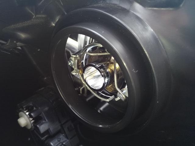 タンク LEDヘッドライトバルブの取付け②